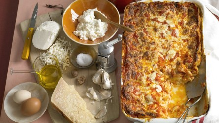classic-cheese-lasagna-A104002_horiz